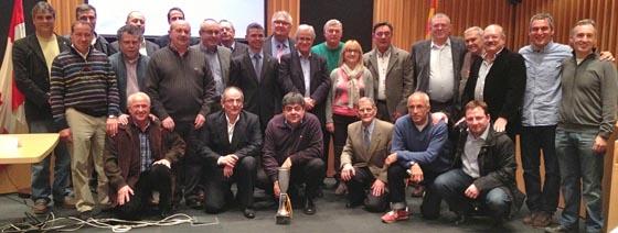 Els membres de la Comissió Honor del centenari, a la sala de plens de l'Ajuntament