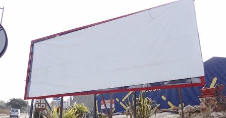 La tanca publicitaria es va tapar ahir a la tarda / Foto: JFG - Blanesaldia.com