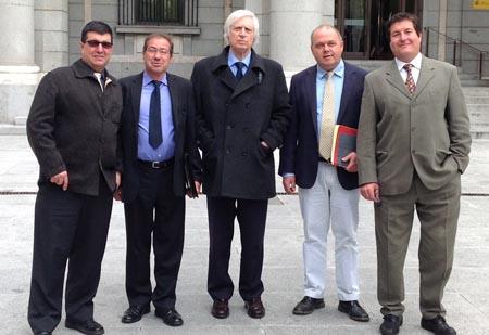 Josep Llambí i Salvador Tordera, el president del Gremi d'Hosteleria i el representant dels càmpings amb Ángel Muñoz