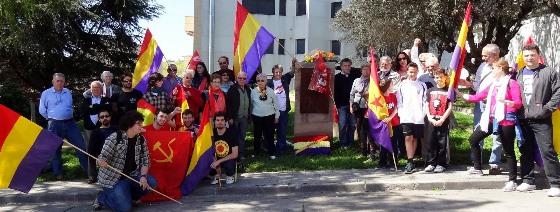 Banderas republicanas en el Monumento a las Víctimas y Represaliados por el franquismo / Foto: JFG