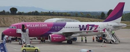 Avió A320 de Wizz Air, a l'Aeroport de Girona / Foto: Xavier Pou