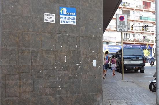 Imagen de la fachada de la calle Girona con Sebastià Llorens, tomada ayer / Foto: JFG