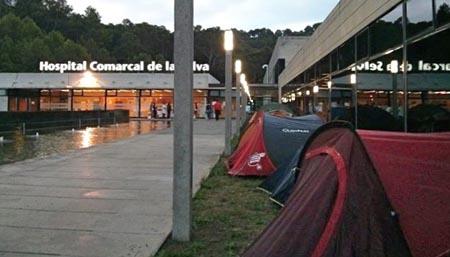 Un grupo de personas ha pasado la noche en tiendas de campaña / Foto: Víctor Catalán