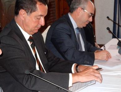 Els alcaldes de Lloret i Blanes, durant la firma del conveni / Foto: JFG