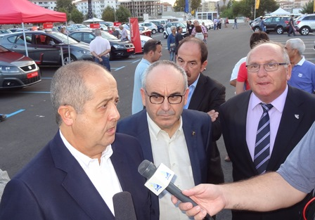 El conseller Felip Puig, l'alcalde Josep Marigó i Ernest Plana, representant dels concessionaris / Foto: JFG