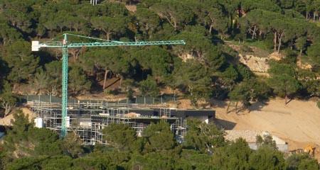 Imatge de la construcció del xalet, presa el pasat mes d'abril / Foto: SOS Lloret