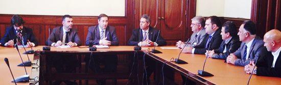Imatge de la reunió. A la dreta de la imatge, els representants de les confraries de pescadors / Foto: Generalitat de Catalunya