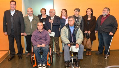 A l'esquera de la imatge Romà Codina, amb els representants de les entitats