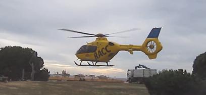Momento en el que helicóptero despega con el herido / Foto: Protección Civil