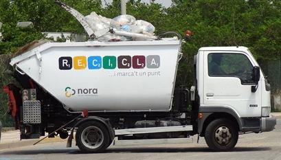 Un vehículo de Nora, en una calle de Blanes / Foto: JFG