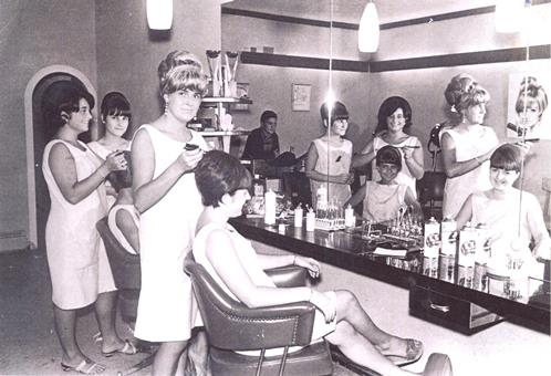 La Perruqueria Fina de Blanes, l'any 1964