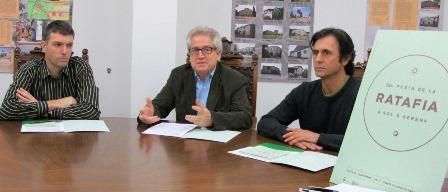Jordi Solà  (Confrafia de la Ratafia), l'alcalde Antoni Solà i Manel Roqueta, regidor de Festes