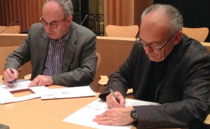 Josep Marigó i Salvador Serrés durant la firma del conveni