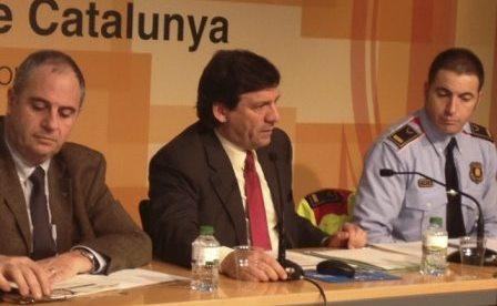 Joan Josep Isern, al centre de la imatge