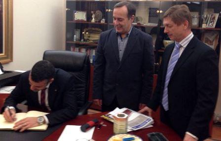 Salvador Balliu, a la dreta de la imatge amb l'alcalde de Àngles i el conseller Santi Vila