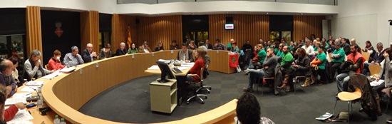 Imagen del pleno, que contó con la presencia de un numeroso grupo de actividad de la PAH de Blanes / Foto: JFG