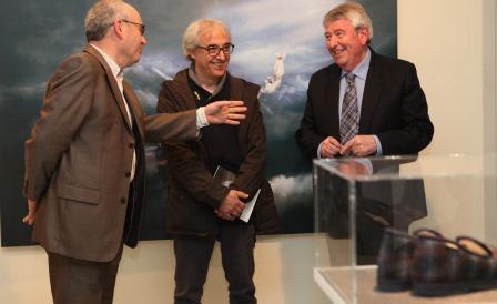 Josep Marigó, Jordi Urbon i Soy, ahir a la Casa Saladrigas / Foto: Miquel Millan