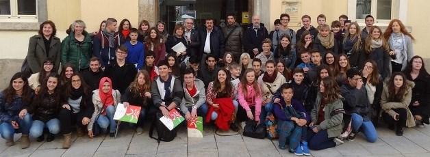 Foto de grupo en la entrada del Ayuntamiento de Blanes / Foto: JFG
