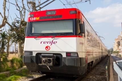 Tren de rodalies de Renfe, al seu pas per Calella