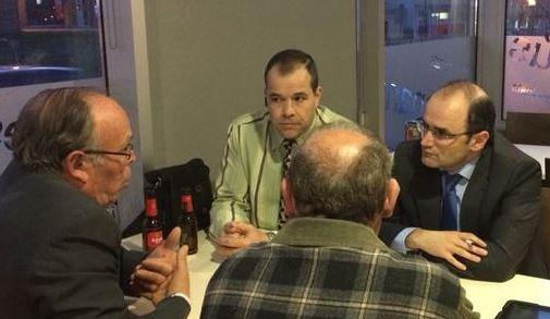 Sergio Santamaria, a la dreta de la imatge, durant la visita que va fer a Vidreres