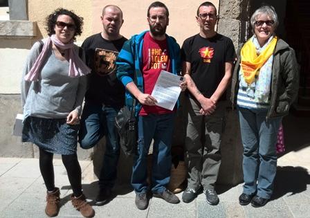 Membres de la CUP Blanes, avui a la porta de l'Ajuntament