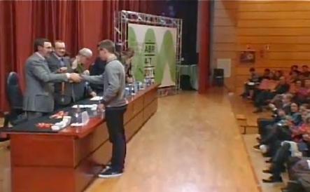 Oriol, en el moment de rebre el premi