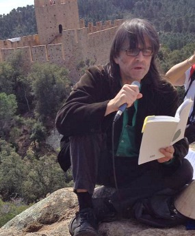 Lectura de poemes al castell de Farnes / Foto: Ajuntament de Santa Coloma de Farners