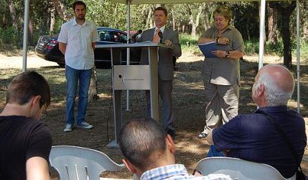 Eduard Adrobau, Salvador Balliu i Gisela Saladich, durant la presentació de la memoria