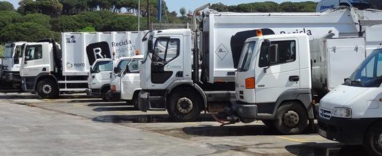 Vehiculos de Nora, hoy en la sede de Blanes / Foto: JFG