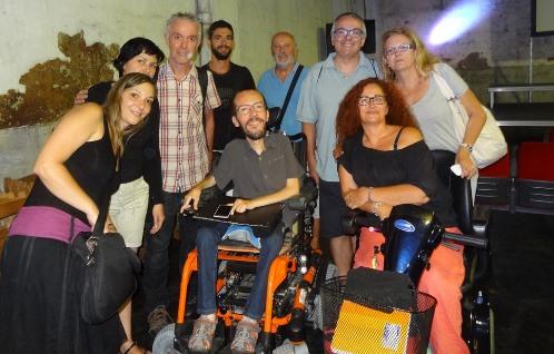 Pablo Echenique, en el centro de la imagen, con miembros de Podemos Blanes