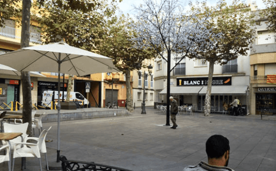 Un arbre de llums presideix la plaça de Josep Anselm Clavé. Foto: Malgrat Comunicació