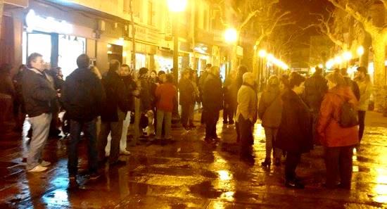 Foto de la concentración realizada ayer delante del Ayuntamiento de Blanes