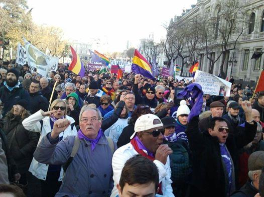 En la imagen, miembros de Podemos de Blanes, durante la concentración / Foto: Javier Vida