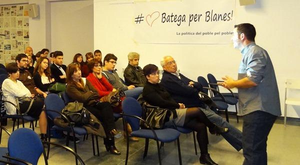 Jordi Urgell, a la derecha, explicó las propuestas que Batega per Blanes llevará al Ayuntamiento