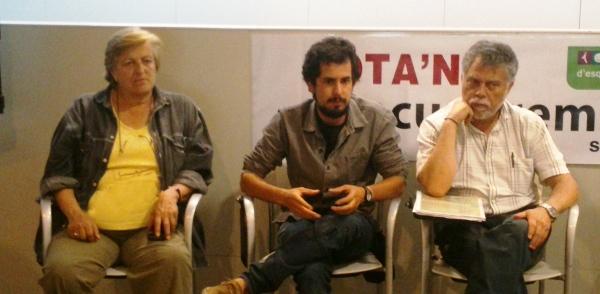 Marián Anguita, Víctor Catalan i Joan Salmerón, durant la reunió amb els veïns de Racó d'en Portes