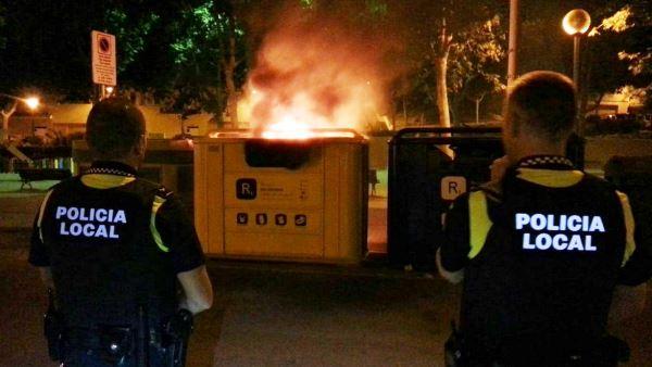 Un foc forestal i 2 contenidors cremats balan d - Plastics blanes ...