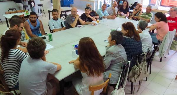 reunió entre membres de la plataforma Aturem la C-32 i representants de partits polítics