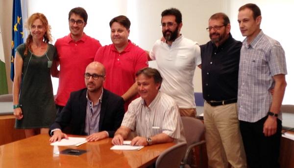 Jaume Dulsat i Antonio Lorente, assegurts, amb la resta de membres de l'equip de govern de Lloret