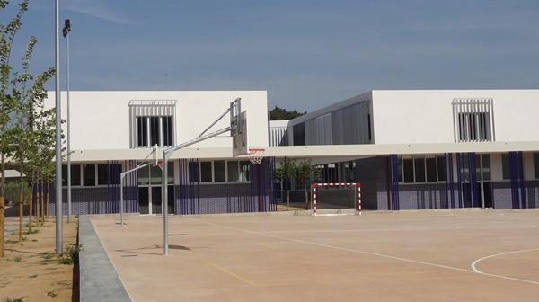 Zona de las aulas, servicios y comedor / JFG