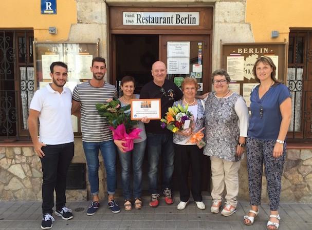 Membres del Restaurant Berlin amb l'alcaldessa de Tossa, Gisela Saladich / Ajuntament de Tossa