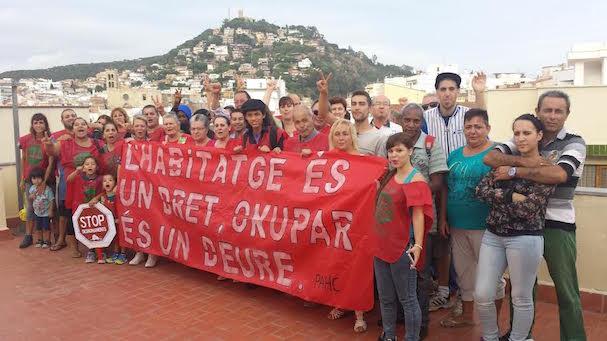 Membres de la PAHC de Blanes i ocupants dels habitatges