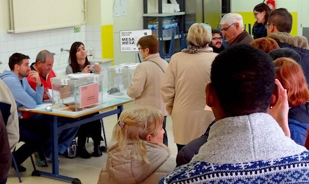 Votación en uno de los colegios electorales de Blanes