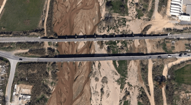 En a parte inferior, el puente que será sustituido por uno nuevo