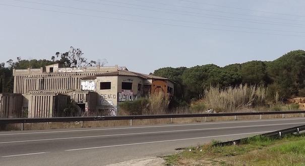 L'antiga discoteca Pacha i el terrenys del Torrent del Mal Compàs