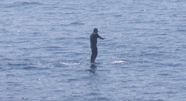 Un practicant del paddle surf, fotografiat la costa de Blanes / Blanesaldia.com