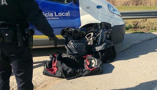 La policia local de blanes det dos serbis que portaven 8 - Plastics blanes ...